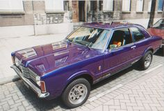 Our Ford Taunus '74 XL TC1 2000 V6 in '97, parked in front of studio Het Wilde Weten.