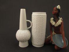 Weiße Vasen im Set aus 2, KPM Royal Porzellan Bavaria Bisquit-Porzellan Op Art minimalistisch Mid Century Modern Deutschland von ShabbRockRepublic auf Etsy