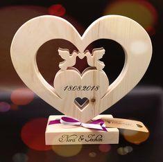 Geschenk zur Hochzeit aus Zirben Holz mit Namen und Datum, ein einzigartiges und persönliches Hochzeitsgeschenk