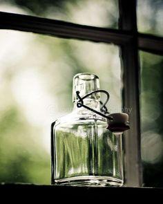 Refleja la luz y rebota en los objetos para darles forma, tono y carácter.  Fotografía fue tomada inicialmente para mi proyecto 365 de 2009