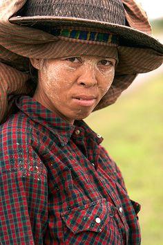 Burmese girl. Myanmar.  © Inaki Caperochipi Photography