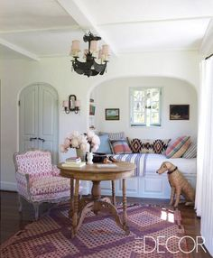 Lulu & Georgia's fave interiors Reese Witherspoon Ojai home, pink girls room, patterns, window seat bed, Elle Decor Love this nook. Room Interior Design, Home Interior, Interior Ideas, Design Room, Interior Decorating, Decorating Ideas, Reese Witherspoon House, Cosy Living, Sweet Home