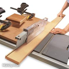 Table Saws How to Use a Table Saw: Ripping Boards Safely - Learn the right way to make rip cuts Table Saw Sled, Table Saw Jigs, Diy Table Saw, A Table, Wood Table, Workbench Table, Woodworking Table Saw, Learn Woodworking, Woodworking Techniques