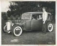 •1932 Ford Sedan  A true traditional  Hot Rod•
