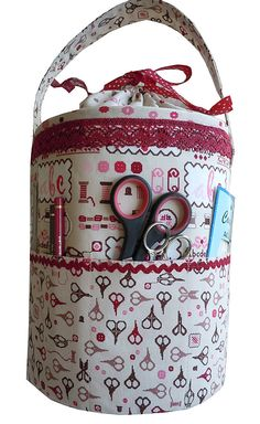 35 Purses And Handbags Diy Inspiration inspiration sewing tote purses totes clutches Source: website cycled large jean purse inspiration. Diy Handbag, Diy Purse, Sewing Hacks, Sewing Crafts, Sewing Projects, Sewing Box, Love Sewing, Sewing Kits, Diy Bags Purses