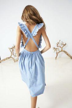 Kleid aus Jeansstoff mit Rüschen und freiem Rücken