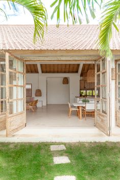 Tropical Beach Houses, Tropical House Design, Bali Style Home, Bali House, Villa Design, Simple House, Inspired Homes, Ideal Home, Planer