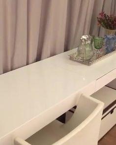 """151 curtidas, 7 comentários - OrganizAÇÃO (@organizacao.acao) no Instagram: """"Aí você se depara com essa penteadeira maravilhosa!Como não se apaixonar? Projeto incrível…"""" Decor, Furniture, Vanity Mirror, Vanity, Table, Entryway Tables, Home Decor, Entryway, Mirror"""