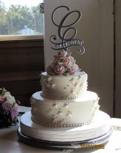 Pale pink roses and rose buds on a two tier wedding cake Pale Pink, Pink Roses, Traditional Wedding Cakes, Rose Buds, Desserts, Food, Tailgate Desserts, Deserts, Essen