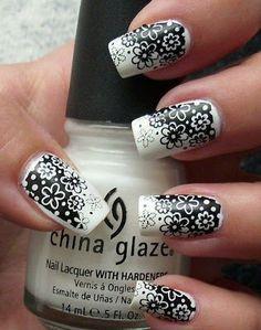 Todo Unhas: Diseño de Uñas en Blanco y Negro