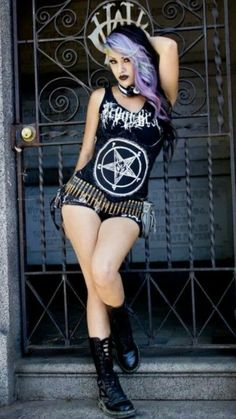Black Metal girl, with punk influences Metal Fashion, Dark Fashion, Gothic Fashion, Latex Fashion, Steampunk Fashion, Emo Fashion, Estilo Rock, Alternative Mode, Alternative Fashion