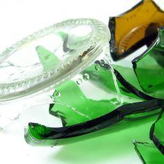 Utilisez des bouteilles en verre de couleur pour créer des perles recyclées