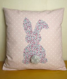 Here is a very girly cushion that will wonderfully decorate a room of small o . Baby Couture, Couture Sewing, Diy Pillows, Cushions, Throw Pillows, Sewing Crafts, Sewing Projects, Girly, Creation Couture