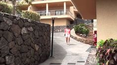 The ClubHotel Riu Buena Vista, established in first line of the Playa Paraíso, Tenerife, is characterized by its excellent service and its complete installat. Video Studio, Canario, Sidewalk, Club, Mansions, House Styles, Youtube, Canary Islands, Volcanoes