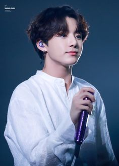 Find images and videos about bts, jungkook and taehyung on We Heart It - the app to get lost in what you love. Foto Jungkook, Jungkook Cute, Jungkook Oppa, Bts Bangtan Boy, Bts Boys, Jung Kook, Busan, K Pop, Seoul