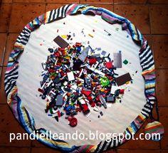 Ayer Hugo cumplió 7 años.  Este es el saco para guardar las piezas de LEGO que le hice siguiendo  este tutorial de Make it Perfect.    ...