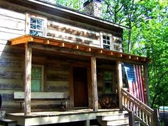 150-Year-Old Restored Cabin: book your fall getaway now!