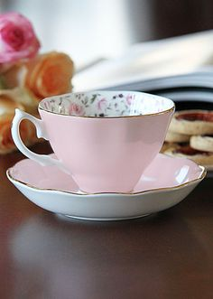 Royal Albert New Country Roses Rose Confetti Vintage Formal Teacup & Saucer Boxed Set