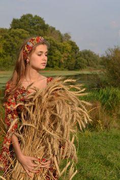 Estilo Cowgirl, Ukraine Girls, Russian Fashion, Cute Little Girls, India Beauty, Traditional Dresses, Most Beautiful Women, Ikon, People