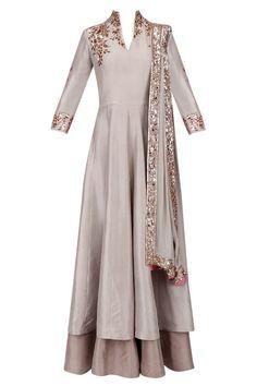 Manish Malhotra presents Grey and gold badla embroidery double layered kurta set available only at Pernia's Pop Up Shop. Western Dresses, Indian Dresses, Indian Outfits, Indian Attire, Indian Wear, Layered Kurta, Modele Hijab, Look 2018, Designer Party Wear Dresses
