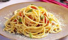 Receita de Espaguete com tomate-cereja e requeijão - Calorias: 565 por porção