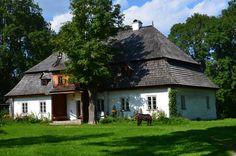 Dwór Tetmajerów w Łopusznej wybudowany około 1790 roku. Przez pewien czas należał do Leona Przerwy-Tetmajera. Dwór obecnie jest filią Muzeum Tatrzańskiego i znajduje się w nim etnograficzne muzeum. Planowane jest utworzenie tam Muzeum Kultury Szlacheckiej.