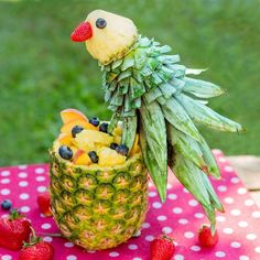 Papagei aus Ananas Obstschüssel Foodie selbstgemacht Parrot made of pineapple fruit bowl Foodie homemade Tropical parrot fruit salad L'art Du Fruit, Deco Fruit, Fruit Art, Fruit Trays, Fruit Bowls, Fruit Snacks, Fruit Buffet, Kids Fruit, Panettone
