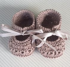 Blog Abuela Encarna Baby Knitting Patterns, Knitting For Kids, Baby Patterns, Crochet Baby Clothes, Crochet Baby Shoes, Knit Or Crochet, Crochet Hats, Drops Baby, Knit Shoes