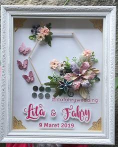 ahar @lita.rach and @fahry_rifay… Money Flowers, Diy Flowers, Wedding Hamper, Pop Up Frame, Diy Spring Wreath, Wedding Preparation, Tray Decor, Flower Frame, Wedding Designs