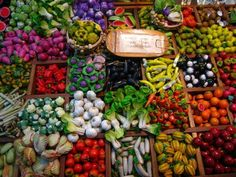 """""""Bangkok weekend market (egads, just as I pinned this I saw a note: mini-plastic vegetables--well, never mind, but they look inviting). Bangkok Market, Vacation Days, World Market, Color Of Life, The Good Place, Things To Do, Marketing, Vegetables, Garne"""