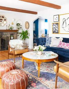 Colourful Living Room, Eclectic Living Room, Living Room Sofa, Rugs In Living Room, Living Room Designs, Bohemian Living Rooms, English Living Rooms, Chesterfield Living Room, Velvet Chesterfield Sofa