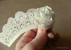 Paper doily lacey edge rolled to form a delicate rose Paper Doily Crafts, Doily Art, Doilies Crafts, Paper Doilies, Paper Lace, Flower Crafts, Diy Paper, Handmade Flowers, Diy Flowers