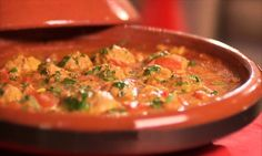 Tajine van kefta en tomaat
