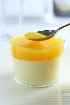 Panna cotta  con coulis di mango