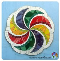 Spirals in Mosaic Mosaic Artwork, Mosaic Wall Art, Mirror Mosaic, Tile Art, Mosaic Glass, Glass Art, Stained Glass Patterns Free, Mosaic Patterns, Mosaic Outdoor Table