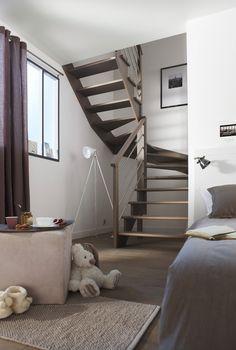 L'escalier double Quart tournant Lapeyre allie gain de place et esthétique. Small Staircase, Escalier Design, Little Houses, Sweet Home, Gaulle, Stairs, Staircases, Architecture, Attic