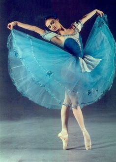 Yulia Makhalina, Principal Dancer with The Mariinsky Theatre Ballet (photographer unspecified). Ballet Photos, Dance Photos, Ballet Art, Ballet Dancers, Shall We Dance, Just Dance, Ballet Costumes, Dance Costumes, Ballerina Costume