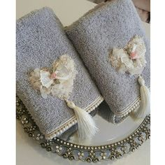 Instagram photo by @altinkayahome via ink361.com Crochet Potholder Patterns, Knitting Patterns, Sewing Crafts, Sewing Projects, Craft Projects, Towel Crafts, Towel Set, Hand Towels, Handicraft