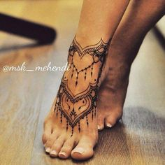 67 Infinity Beautiful Ankle Bracelet Tattoos Design Anklet Tattoos Idea for Wome. - 67 Infinity Beautiful Ankle Bracelet Tattoos Design Anklet Tattoos Idea for Women - Henna Tattoo Designs, Diy Tattoo, Tattoo Ideas, Mehndi Designs, Henna Foot Designs, Pretty Henna Designs, Lace Tattoo Design, Trendy Tattoos, Unique Tattoos