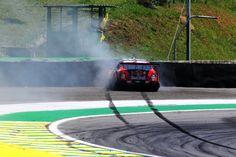 Um problema no acelerador fez título da Stock Car escapar das mãos de Daniel Serra em Interlagos.