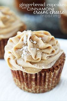 Gingerbread Cupcakes with Cinnamon Cream Cheese Frosting - I'll take a White Chocolate Snowflake with that ;) Gingerbread Cupcakes with Cinnamon Cream Cheese Frosting - I'll take a White Chocolate Snowflake with that ; Best Christmas Desserts, Christmas Cooking, Christmas Cupcakes, Christmas Treats, Christmas Parties, Winter Desserts, Holiday Treats, Christmas Gingerbread, Holiday Recipes