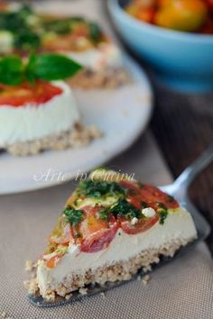 Cheesecake salata senza cottura ricetta veloce - Use homemade almond ricotta / dairy-free cream cheese. Add chopped chives, pickled onions, dill pickles, sun-dried tomatoes and olives to cream cheese.