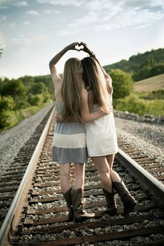 Forever my favorite southern sister picture on the railroad tracks! - Forever my favorite southern sister picture on the railroad tracks! Photos Bff, Sister Photos, Best Friend Photos, Best Friend Photography, Girl Photography Poses, Poses Photo, Picture Poses, Picture Ideas, Cute Friend Pictures