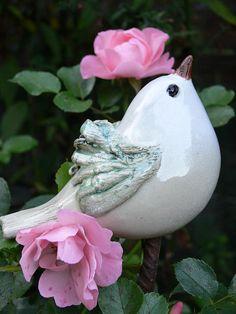 Pflanzen- & Gartenstecker - Steckvogel weißgrün - ein Designerstück von Brigitte_Peglow bei DaWanda