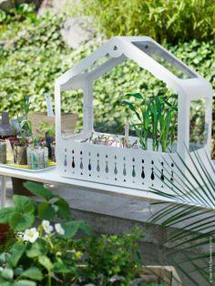 IKEA PS 2014 växthus är en gynnsam miljö för frön och plantor att gro i, och kan användas både utomhus och inomhus.