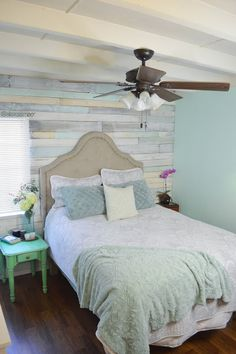 Love this Whitewashed Pallet Wall Home Bedroom, Girls Bedroom, Bedroom Decor, Bedroom Ideas, Bedrooms, Paredes Aqua, Pallet Walls, Pallet Wall Bedroom, Wood Walls