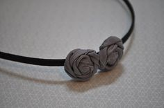 A great tuturial on how to make those cute little rosettes.   Uses:  -Throw pillows  -Headbands  -Brooches  -Embellish a sweater