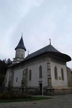 Manastirea Bistrita din satul Bistrita - judetul Neamt Mansions, House Styles, Home Decor, Europe, Mansion Houses, Homemade Home Decor, Villas, Luxury Houses, Interior Design