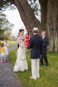 frida kahlo inspired bride - Read more on One Fab Day… Latin Wedding, Fall Wedding, Rainbow Layer Cakes, Beaded Collar, Celestial, Simple Weddings, Celebrity Weddings, Beautiful Bride, Green Dress