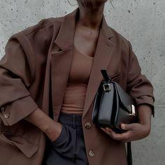 Aïda Badji Sané (@basicstouch) • Photos et vidéos Instagram Boyish Style, Like Chocolate, Daily Fashion, Military Jacket, Street Style, Blazer, Sandals, Instagram, Casual